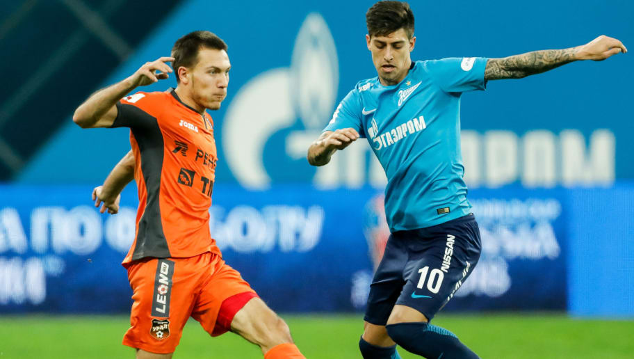 SAINT PETERSBURG, RUSSIA - DECEMBER 02: Emiliano Rigoni (R) of FC Zenit Saint Petersburg and Mikhail Merkulov of FC Ural Ekaterinburg vie for the ball during the Russian Football League match between FC Zenit St. Petersburg and FC Ural Ekaterinburg on December 2, 2017 at Saint Petersburg Stadium in Saint Petersburg, Russia. (Photo by Epsilon/Getty Images)