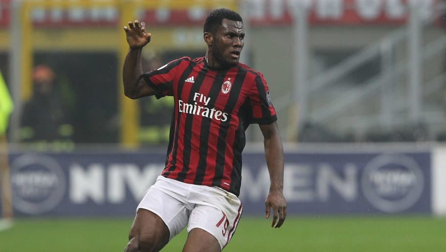 MILAN, ITALY - JANUARY 06:  Franck Kessie of AC Milan in action during the serie A match between AC Milan and FC Crotone at Stadio Giuseppe Meazza on January 6, 2018 in Milan, Italy.  (Photo by Marco Luzzani/Getty Images)