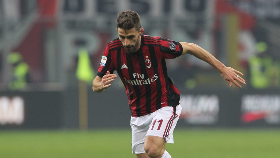 MILAN, ITALY - DECEMBER 23:  Fabio Borini of AC Milan in action during the serie A match between AC Milan and Atalanta BC at Stadio Giuseppe Meazza on December 23, 2017 in Milan, Italy.  (Photo by Marco Luzzani/Getty Images)
