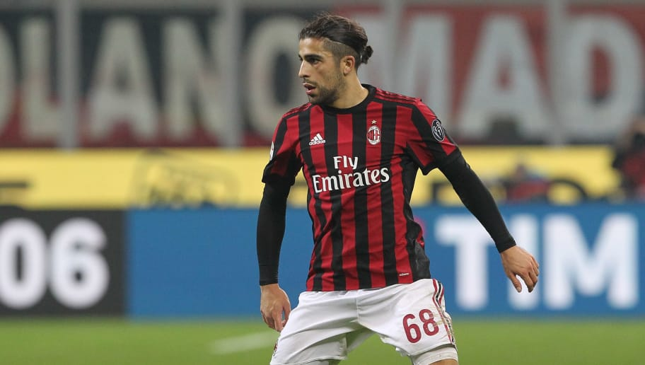 MILAN, ITALY - DECEMBER 23:  Ricardo Rodriguez of AC Milan in action during the serie A match between AC Milan and Atalanta BC at Stadio Giuseppe Meazza on December 23, 2017 in Milan, Italy.  (Photo by Marco Luzzani/Getty Images)