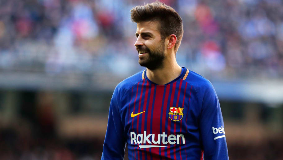 MADRID, SPAIN - DECEMBER 23:  Gerard Pique of Barcelona looks on during the La Liga match between Real Madrid and Barcelona at Estadio Santiago Bernabeu on December 23, 2017 in Madrid, Spain.  (Photo by Gonzalo Arroyo Moreno/Getty Images)