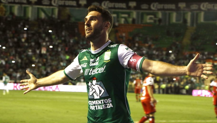 Leon's Argentine Mauro Boselli celebrates after scoring against Veracruz during their Mexican Apertura football tournament match at the Nou Camp stadium in Leon, Mexico, on October 28, 2017. / AFP PHOTO / GUSTAVO BECERRA        (Photo credit should read GUSTAVO BECERRA/AFP/Getty Images)