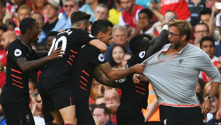 LONDON, ENGLAND - AUGUST 14:  Sadio Mane of Liverpool and team mates celebrate his goal with Jurgen Klopp, Manager of Liverpool during the Premier League match between Arsenal and Liverpool at Emirates Stadium on August 14, 2016 in London, England.  (Photo by Mike Hewitt/Getty Images)