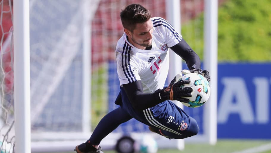 DOHA, QATAR - JANUARY 06: Goalkeeper Sven Ulreich makes a save during a training session on day 5 of the FC Bayern Muenchen training camp at ASPIRE Academy for Sports Excellence on January 6, 2018 in Doha, Qatar.  (Photo by Alex Grimm/Bongarts/Getty Images)