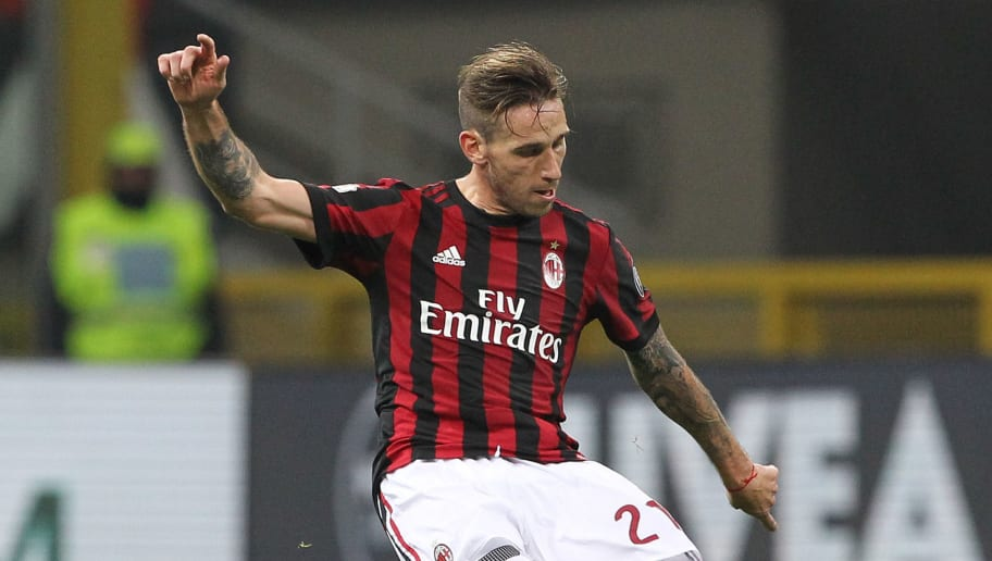 MILAN, ITALY - DECEMBER 13:  Lucas Biglia of AC Milan in action during the Tim Cup match between AC Milan and Hellas Verona FC at Stadio Giuseppe Meazza on December 13, 2017 in Milan, Italy.  (Photo by Marco Luzzani/Getty Images)