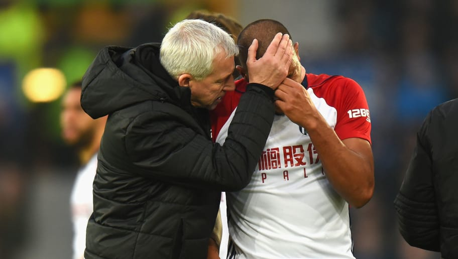 LIVERPOOL, ENGLAND - JANUARY 20:  West Bromwich Albion Manager Alan Pardew consoles Salomon Rondon of West Bromwich Albion after his tackle on James McCarthy of Everton during the Premier League match between Everton and West Bromwich Albion at Goodison Park on January 20, 2018 in Liverpool, England.  (Photo by Tony Marshall/Getty Images)