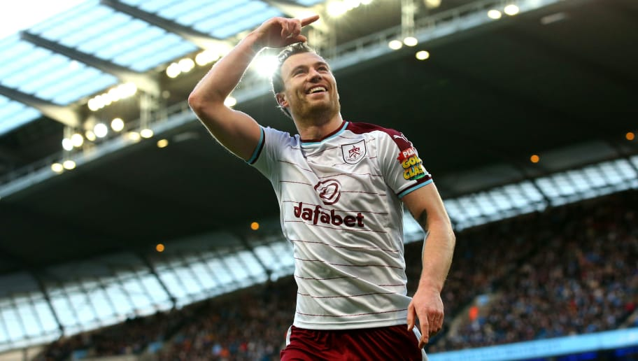 MANCHESTER, ENGLAND - JANUARY 06:  Ashley Barnes of Burnley celebrates after scoring his sides first goal during the The Emirates FA Cup Third Round match between Manchester City and Burnley at Etihad Stadium on January 6, 2018 in Manchester, England.  (Photo by Alex Livesey/Getty Images)