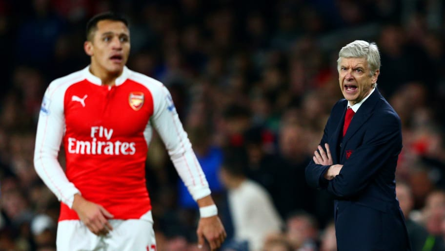LONDON, ENGLAND - JANUARY 24:  Arsene Wenger, Manager of Arsenal shouts instructions to Alexis Sanchez of Arsenal during the Barclays Premier League match between Arsenal and Chelsea at Emirates Stadium on January 24, 2016 in London, England.  (Photo by Clive Mason/Getty Images)