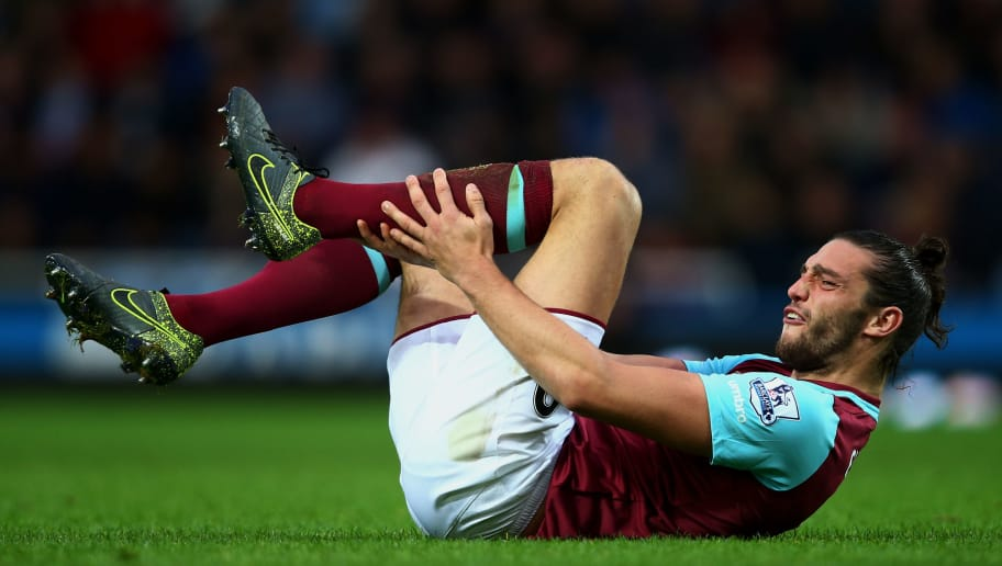 LONDON, ENGLAND - NOVEMBER 07: Andy Carroll of West Ham United lies injured during the Barclays Premier League match between West Ham United and Everton at Boleyn Ground on November 7, 2015 in London, England.  (Photo by Clive Rose/Getty Images)