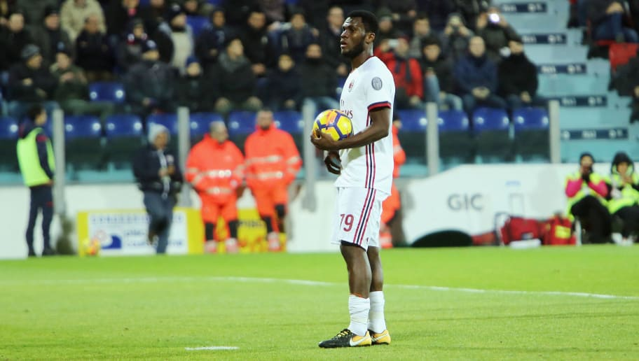 CAGLIARI, ITALY - JANUARY 21:  Frank Kessie of Milan scores his goal  1-1  during the serie A match between Cagliari Calcio and AC Milan at Stadio Sant'Elia on January 21, 2018 in Cagliari, Italy.  (Photo by Enrico Locci/Getty Images)