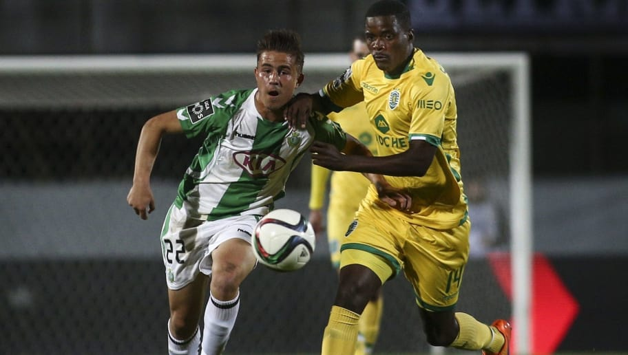 Setubal's Greek midfielder Dimitrios Pelkas (L) vies with Sporting's midfielder William Carvalho during the Portuguese Liga football match VFC Setubal vs Sporting SC at the Bonfim stadium in Setubal on April 12, 2015.  AFP PHOTO / CARLOS COSTA        (Photo credit should read CARLOS COSTA/AFP/Getty Images)