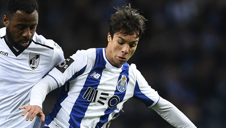 Porto's Spanish midfielder Oliver Torres (R) challenges Vitoria Guimaraes' Ivorian forward Junior Tallo during the Portuguese league football match FC Porto vs Vitoria SC at the Dragao stadium in Porto on January 7, 2018. / AFP PHOTO / FRANCISCO LEONG        (Photo credit should read FRANCISCO LEONG/AFP/Getty Images)