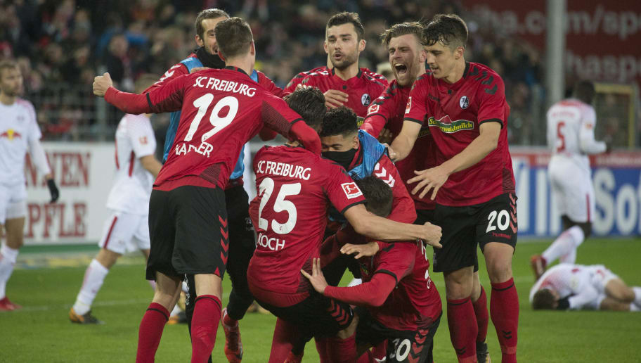 Freiburg's German defender Robin Koch (C, No 25) celebrates with teammates after scoring the 2-1 during the German first division Bundesliga football match SC Freiburg vs RB Leipzig in Freiburg, southwestern Germany, on January 20, 2018. / AFP PHOTO / THOMAS KIENZLE / RESTRICTIONS: DURING MATCH TIME: DFL RULES TO LIMIT THE ONLINE USAGE TO 15 PICTURES PER MATCH AND FORBID IMAGE SEQUENCES TO SIMULATE VIDEO. == RESTRICTED TO EDITORIAL USE == FOR FURTHER QUERIES PLEASE CONTACT DFL DIRECTLY AT + 49 69 650050         (Photo credit should read THOMAS KIENZLE/AFP/Getty Images)