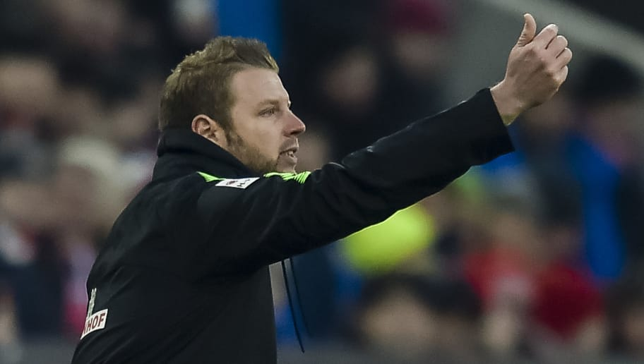 Bremen's German head coach Florian Kohfeldt gestures to his players during the German first division Bundesliga football match Bayern Munich vs Werder Bremen in Munich, southern Germany, on January 21, 2018. / AFP PHOTO / Guenter SCHIFFMANN / RESTRICTIONS: DURING MATCH TIME: DFL RULES TO LIMIT THE ONLINE USAGE TO 15 PICTURES PER MATCH AND FORBID IMAGE SEQUENCES TO SIMULATE VIDEO. == RESTRICTED TO EDITORIAL USE == FOR FURTHER QUERIES PLEASE CONTACT DFL DIRECTLY AT + 49 69 650050         (Photo credit should read GUENTER SCHIFFMANN/AFP/Getty Images)