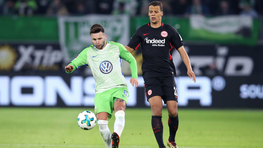WOLFSBURG, GERMANY - JANUARY 20: Renato Steffen (L) of Wolfsburg and Timothy Chandler (R) of Frankfurt vie during the Bundesliga match between VfL Wolfsburg and Eintracht Frankfurt at Volkswagen Arena on January 20, 2018 in Wolfsburg, Germany. (Photo by Ronny Hartmann/Bongarts/Getty Images)
