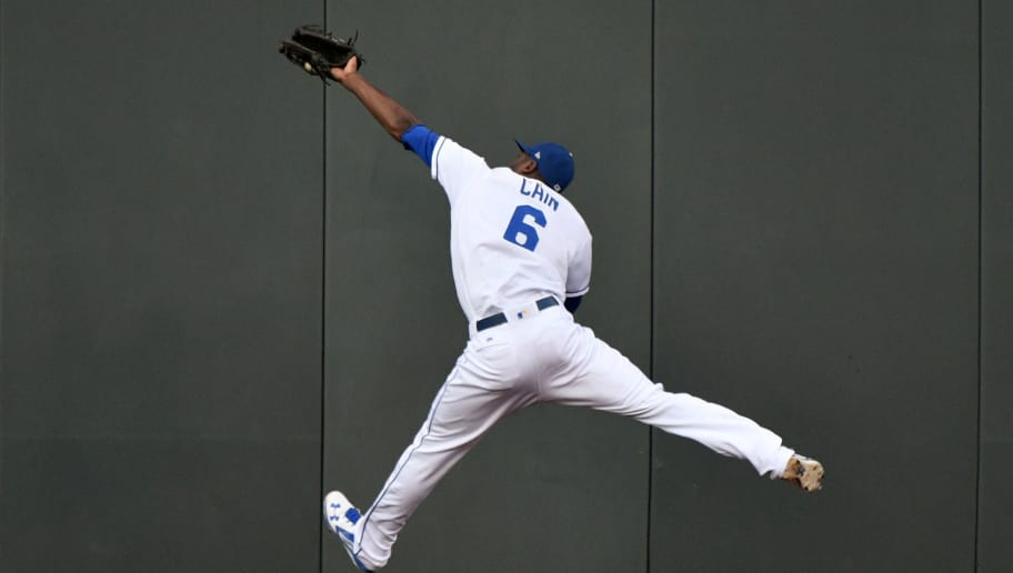 KANSAS CITY, MO - SEPTEMBER 30: Lorenzo Cain #6 of the Kansas City Royals catches a ball hit by Ketel Marte #4 of the Arizona Diamondbacks in the first inning at Kauffman Stadium on September 30, 2017 in Kansas City, Missouri. (Photo by Ed Zurga/Getty Images)