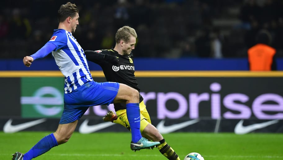 Berlin's German defender Niklas Stark (L) and Dortmund's German midfielder Andre Schuerrle vie for the ball during the German first division Bundesliga football match Hertha BSC Berlin vs BVB Borussia Dortmund, in Berlin, western Germany, on January 19, 2018. / AFP PHOTO / Tobias SCHWARZ / RESTRICTIONS: DURING MATCH TIME: DFL RULES TO LIMIT THE ONLINE USAGE TO 15 PICTURES PER MATCH AND FORBID IMAGE SEQUENCES TO SIMULATE VIDEO. == RESTRICTED TO EDITORIAL USE == FOR FURTHER QUERIES PLEASE CONTACT DFL DIRECTLY AT + 49 69 650050         (Photo credit should read TOBIAS SCHWARZ/AFP/Getty Images)