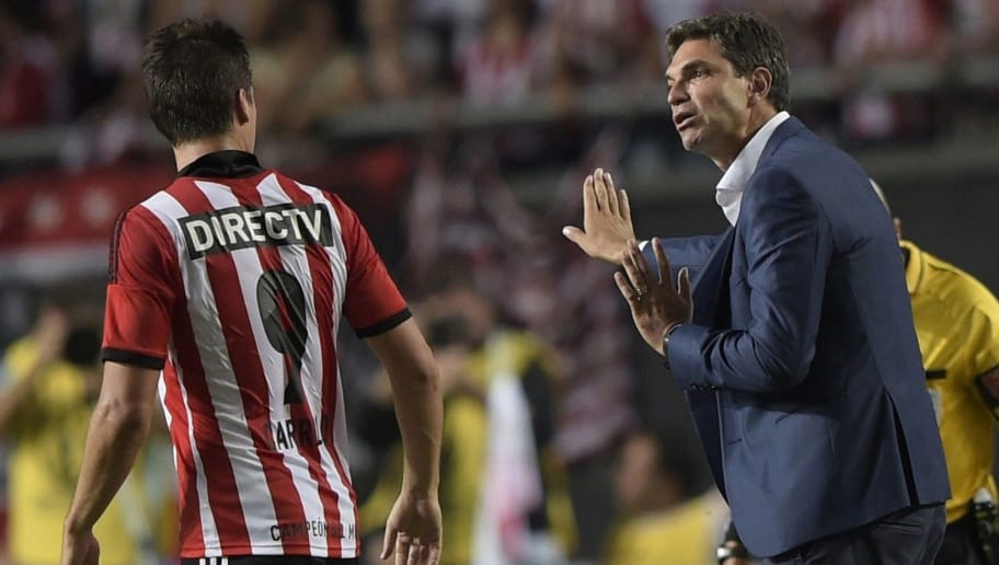 Argentina's Estudiantes de La Plata's coach Mauricio Pellegrino (R) talks to forward Guido Carrillo during their Copa Libertadores football match against Ecuador's Independiente del Valle at Ciudad de La Plata stadium in La Plata, Buenos Aires, Argentina, on February 12, 2015. AFP PHOTO / Juan Mabromata        (Photo credit should read JUAN MABROMATA/AFP/Getty Images)