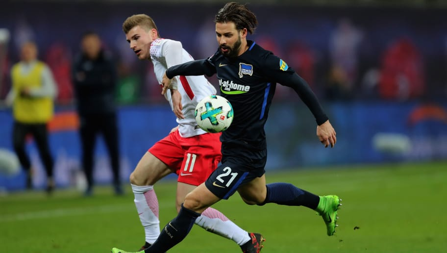 LEIPZIG, GERMANY - DECEMBER 17:  Timo Werner of RB Leipzig battles for the ball with Marvin Plattenhardt of Hertha BSC during the Bundesliga match between RB Leipzig and Hertha BSC at Red Bull Arena on December 17, 2017 in Leipzig, Germany.  (Photo by Boris Streubel/Bongarts/Getty Images)