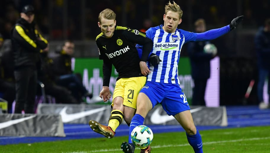 Dortmund's German midfielder Andre Schuerrle (L) and Berlin's German midfielder Arne Maier vie for the ball during the German first division Bundesliga football match Hertha BSC Berlin vs BVB Borussia Dortmund, in Berlin, western Germany, on January 19, 2018. / AFP PHOTO / Tobias SCHWARZ / RESTRICTIONS: DURING MATCH TIME: DFL RULES TO LIMIT THE ONLINE USAGE TO 15 PICTURES PER MATCH AND FORBID IMAGE SEQUENCES TO SIMULATE VIDEO. == RESTRICTED TO EDITORIAL USE == FOR FURTHER QUERIES PLEASE CONTACT DFL DIRECTLY AT + 49 69 650050         (Photo credit should read TOBIAS SCHWARZ/AFP/Getty Images)
