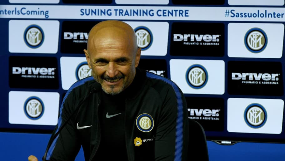 COMO, ITALY - DECEMBER 22:  Head coach FC Internazionale Luciano Spalletti speaks with a media during as FC Interrnazionale press conference at Appiano Gentile on December 22, 2017 in Como, Italy.  (Photo by Claudio Villa/Getty Images)