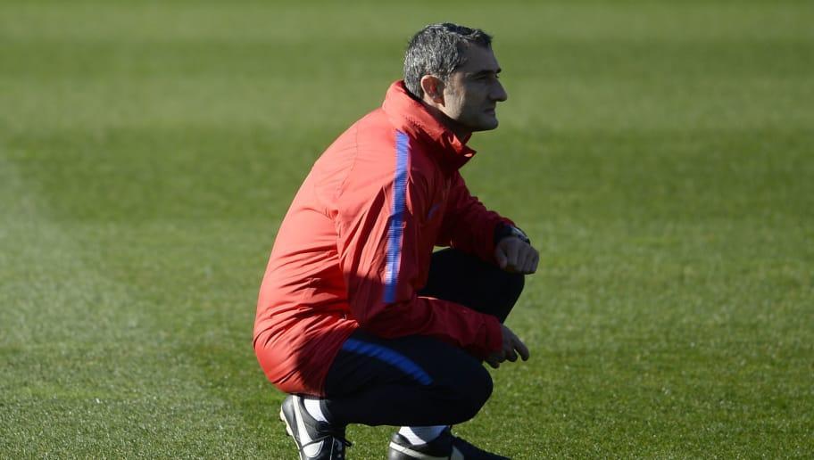 Barcelona's Spanish coach Ernesto Valverde observes players during a training session in Barcelona on January 5, 2018. / AFP PHOTO / Josep LAGO        (Photo credit should read JOSEP LAGO/AFP/Getty Images)