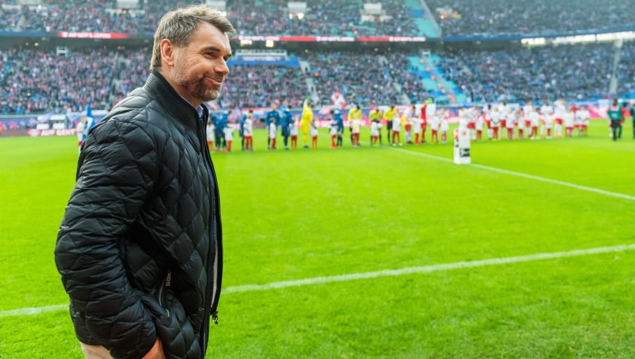 Hamburg's head coach Bernd Hollerbach looks on prior to the German first division Bundesliga football match between RB Leipzig and Hamburger SV in Leipzig, eastern Germany on January 27, 2018.  / AFP PHOTO / ROBERT MICHAEL / RESTRICTIONS: DURING MATCH TIME: DFL RULES TO LIMIT THE ONLINE USAGE TO 15 PICTURES PER MATCH AND FORBID IMAGE SEQUENCES TO SIMULATE VIDEO. == RESTRICTED TO EDITORIAL USE == FOR FURTHER QUERIES PLEASE CONTACT DFL DIRECTLY AT + 49 69 650050         (Photo credit should read ROBERT MICHAEL/AFP/Getty Images)