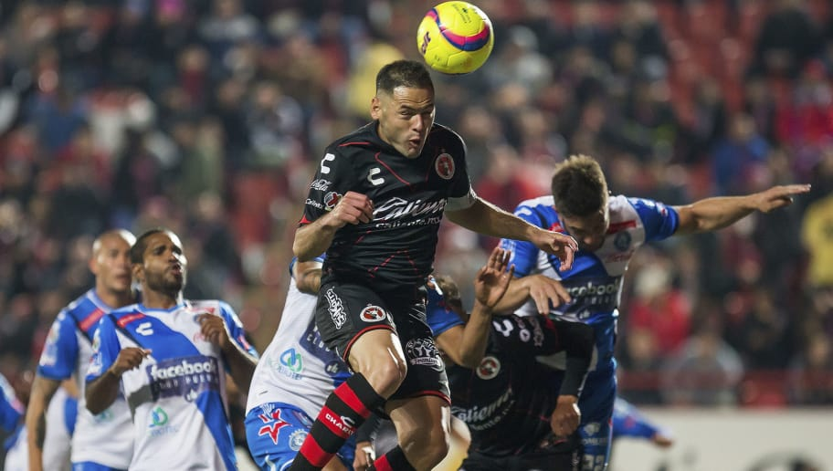 TIJUANA, MEXICO - JANUARY 26: Pablo Aguilar of Tijuana heads the ball during the 4th round match between Tijuana and Puebla as part of the Torneo Clausura 2018 Liga MX at Caliente Stadium on January 26, 2018 in Tijuana, Mexico. (Photo by David Garrido/Getty Images)
