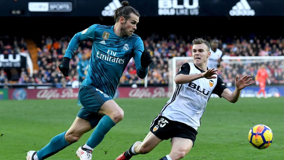 VALENCIA, SPAIN - JANUARY 27:  Gareth Bale of Real Madrid and Toni Lato of Valencia chase the ball during the La Liga match between Valencia and Real Madrid at Estadio Mestalla on January 27, 2018 in Valencia, Spain.  (Photo by David Ramos/Getty Images)