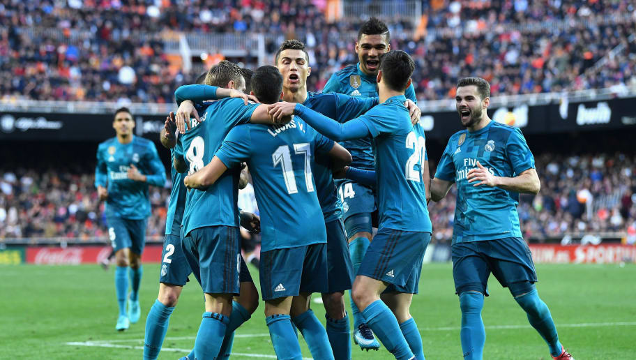 VALENCIA, SPAIN - JANUARY 27:  Toni Kroos of Real Madrid celebrates with teammates after scoring his sides fourth goal during the La Liga match between Valencia and Real Madrid at Estadio Mestalla on January 27, 2018 in Valencia, Spain.  (Photo by David Ramos/Getty Images)