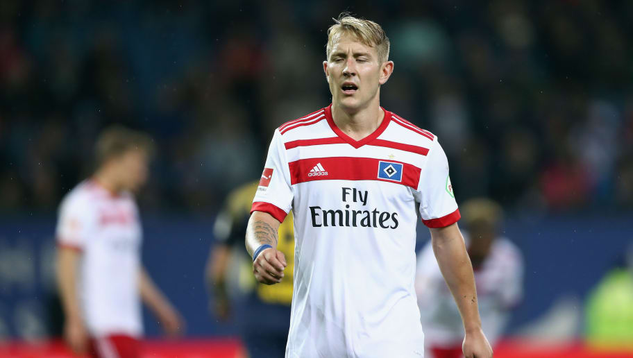 HAMBURG, GERMANY - SEPTEMBER 08: Lewis Holtby of Hamburg reacts during the Bundesliga match between Hamburger SV and RB Leipzig at Volksparkstadion on September 8, 2017 in Hamburg, Germany.  (Photo by Oliver Hardt/Bongarts/Getty Images)