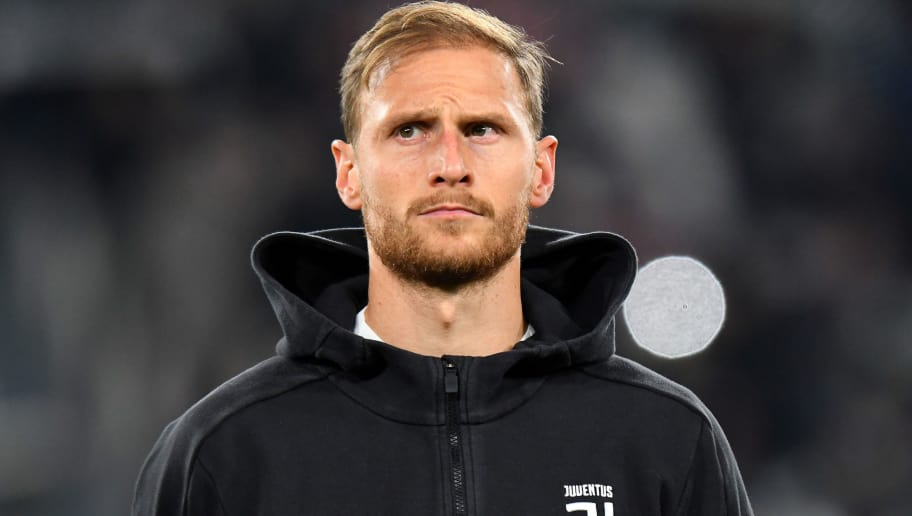 TURIN, ITALY - NOVEMBER 26: Benedikt Howedes of Juventus looks on before the Serie A match between Juventus and FC Crotone at Allianz Stadium on November 26, 2017 in Turin, Italy.  (Photo by Alessandro Sabattini/Getty Images)