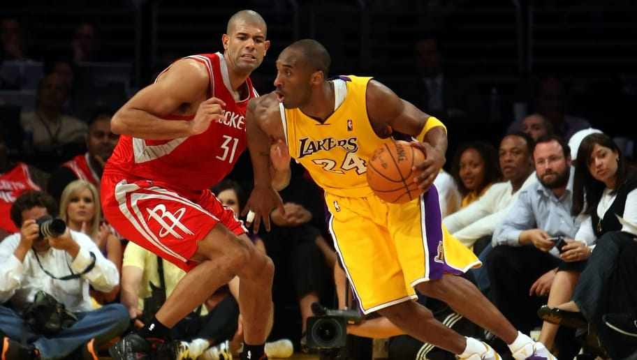 LOS ANGELES, CA - MAY 12:  Kobe Bryant #24 of the Los Angeles Lakers drives on Shane Battier #31 of the Houston Rockets in the third quarter of Game Five of the Western Conference Semifinals during the 2009 NBA Playoffs at Staples Center on May 12, 2009 in Los Angeles, California. NOTE TO USER: User expressly acknowledges and agrees that, by downloading and or using this photograph, User is consenting to the terms and conditions of the Getty Images License Agreement.  (Photo by Stephen Dunn/Getty Images)