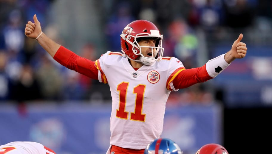 EAST RUTHERFORD, NJ - NOVEMBER 19:  Alex Smith #11 of the Kansas City Chiefs calls out the play in the fourth quarter against the New York Giants on November 19, 2017 at MetLife Stadium in East Rutherford, New Jersey.  (Photo by Elsa/Getty Images)