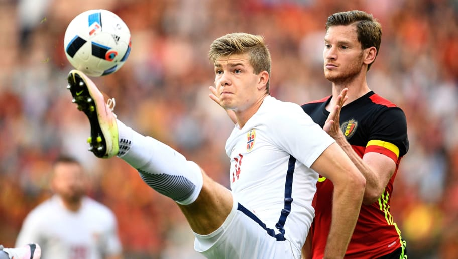 ***BELGIUM OUT*** Norway's Alexander Sorloth (L) and Belgium's Jan Vertonghen vie for the ball during the friendly football match between Belgium and Norway, at the King Baudouin Stadium, on June 5, 2016 in Brussels.  / AFP / BELGA / YORICK JANSENS / Belgium OUT        (Photo credit should read YORICK JANSENS/AFP/Getty Images)