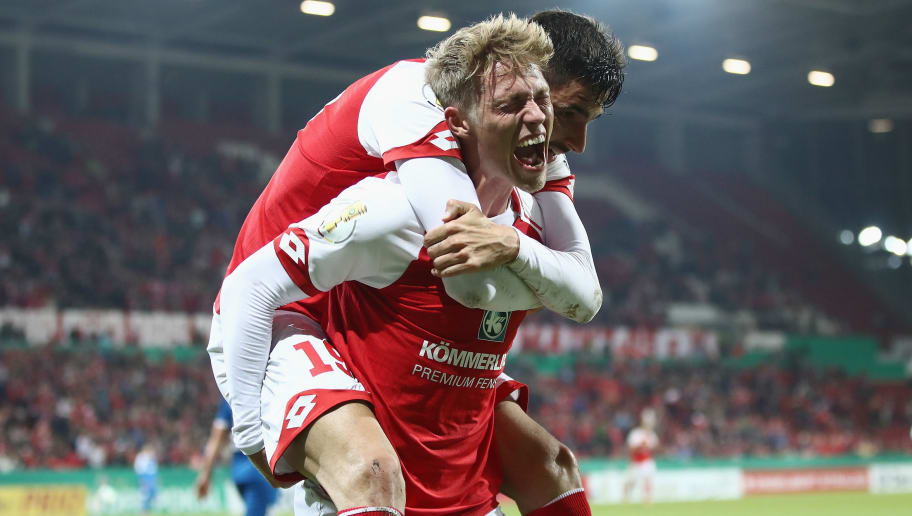 MAINZ, GERMANY - OCTOBER 24:  Viktor Fischer (front) of Mainz celebrates his team's first goal with team mate Kenan Kodro during the DFB Cup match between 1. FSV Mainz 05 and Holstein Kiel at Opel Arena on October 24, 2017 in Mainz, Germany.  (Photo by Alex Grimm/Bongarts/Getty Images)