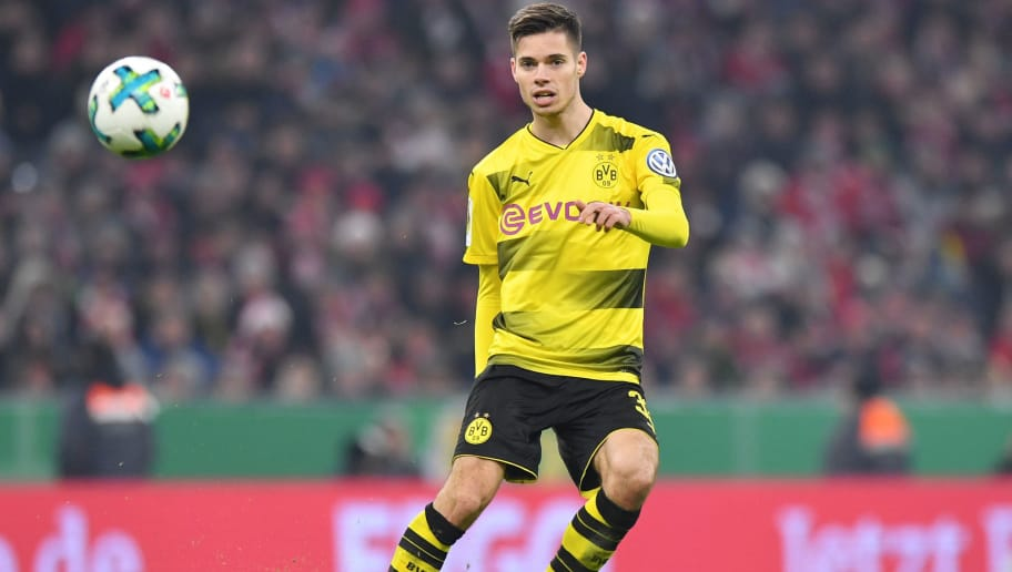 MUNICH, GERMANY - DECEMBER 20: Julian Weigl of Dortmund plays the ball during the DFB Cup match between Bayern Muenchen and Borussia Dortmund at Allianz Arena on December 20, 2017 in Munich, Germany. (Photo by Sebastian Widmann/Bongarts/Getty Images)