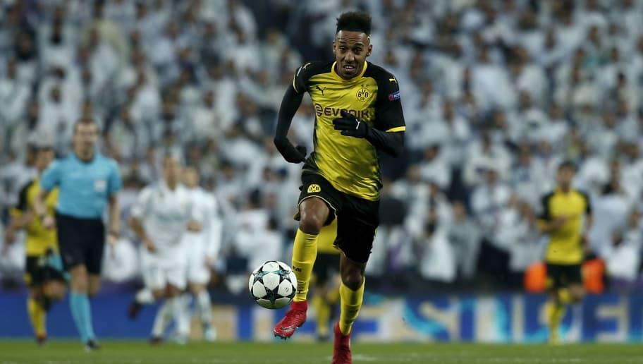 MADRID, SPAIN - DECEMBER 06: Pierre-Emetic Aubameyang of Borussia Dortmund controls the ball during the UEFA Champions League group H match between Real Madrid and Borussia Dortmund at Estadio Santiago Bernabeu on December 6, 2017 in Madrid, Spain. (Photo by Gonzalo Arroyo Moreno/Getty Images)