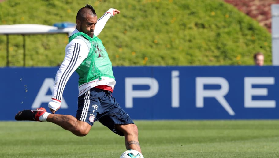 Bayern Munich's Arturo Vidal takes part in a football training session during the team's winter training camp at the Aspire Academy for Sports Excellence in the Qatari capital Doha on January 3, 2018.  / AFP PHOTO / KARIM JAAFAR        (Photo credit should read KARIM JAAFAR/AFP/Getty Images)