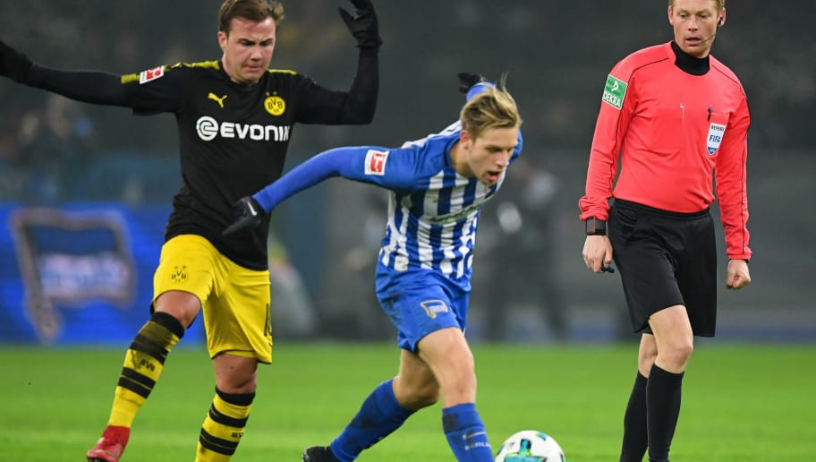 BERLIN, GERMANY - JANUARY 19: Mario Gotze #10 of Borussia Dortmund and Arne Maier #26 of Hertha Berlin battle for the ball during the Bundesliga match between Hertha BSC and Borussia Dortmund at Olympiastadion on January 19, 2018 in Berlin, Germany. (Photo by Stuart Franklin/Bongarts/Getty Images)