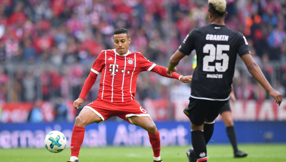 MUNICH, GERMANY - SEPTEMBER 16: Thiago Alcantara of FC Bayern Muenchen plays the ball during the Bundesliga match between FC Bayern Muenchen and 1. FSV Mainz 05 at Allianz Arena on September 16, 2017 in Munich, Germany. (Photo by Sebastian Widmann/Bongarts/Getty Images)
