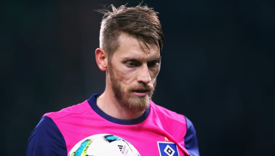 MOENCHENGLADBACH, GERMANY - DECEMBER 15:  Aaron Hunt of Hamburg looks on during the Bundesliga match between Borussia Moenchengladbach and Hamburger SV at Borussia-Park on December 15, 2017 in Moenchengladbach, Germany.  (Photo by Dean Mouhtaropoulos/Bongarts/Getty Images)