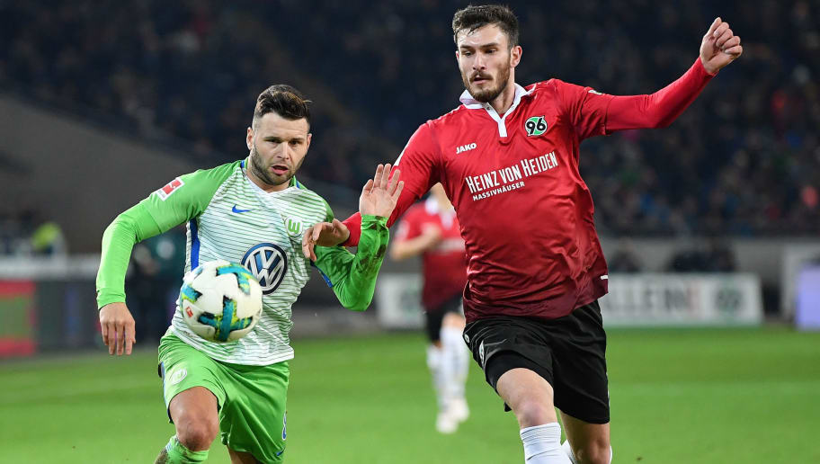 HANOVER, GERMANY - JANUARY 28:  Renato Steffen of Wolfsburg is challenged by Josip Elez of Hannover during the Bundesliga match between Hannover 96 and VfL Wolfsburg at HDI-Arena on January 28, 2018 in Hanover, Germany.  (Photo by Stuart Franklin/Bongarts/Getty Images)