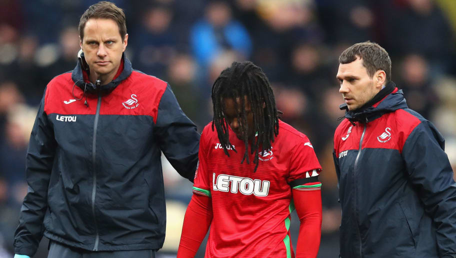 NOTTINGHAM, ENGLAND - JANUARY 27:  Renato Sanches of Swansea City walks off the pitch following an injury during The Emirates FA Cup Fourth Round match between Notts County and Swansea City at Meadow Lane on January 27, 2018 in Nottingham, England.  (Photo by Clive Mason/Getty Images)