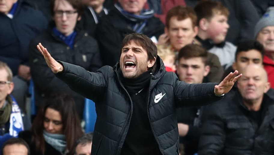 LONDON, ENGLAND - JANUARY 28:  Antonio Conte, Manager of Chelsea gives his team instructions during The Emirates FA Cup Fourth Round match between Chelsea and Newcastle on January 28, 2018 in London, United Kingdom.  (Photo by Catherine Ivill/Getty Images)