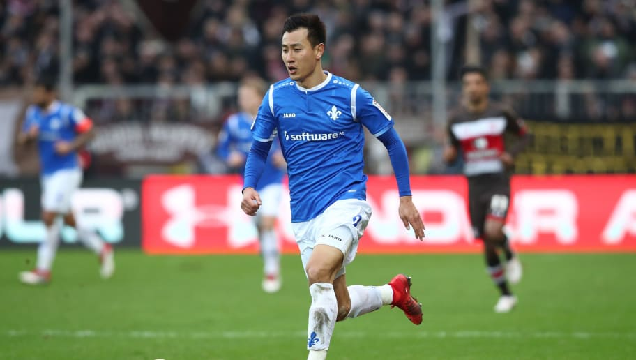 HAMBURG, GERMANY - JANUARY 28:  Dong Won Ji of Darmstadt in action during the Second Bundesliga match between FC St. Pauli and SV Darmstadt 98 at Millerntor Stadium on January 28, 2018 in Hamburg, Germany.  (Photo by Oliver Hardt/Bongarts/Getty Images)