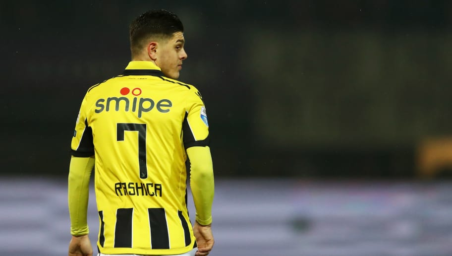 ROTTERDAM, NETHERLANDS - MARCH 01:  Milot Rashica of Vitesse Arnhem in action during the Dutch KNVB Cup Semi-final match between Sparta Rotterdam and Vitesse Arnhem held at Het Kasteel or The Castle on March 1, 2017 in Rotterdam, Netherlands.  (Photo by Dean Mouhtaropoulos/Getty Images)
