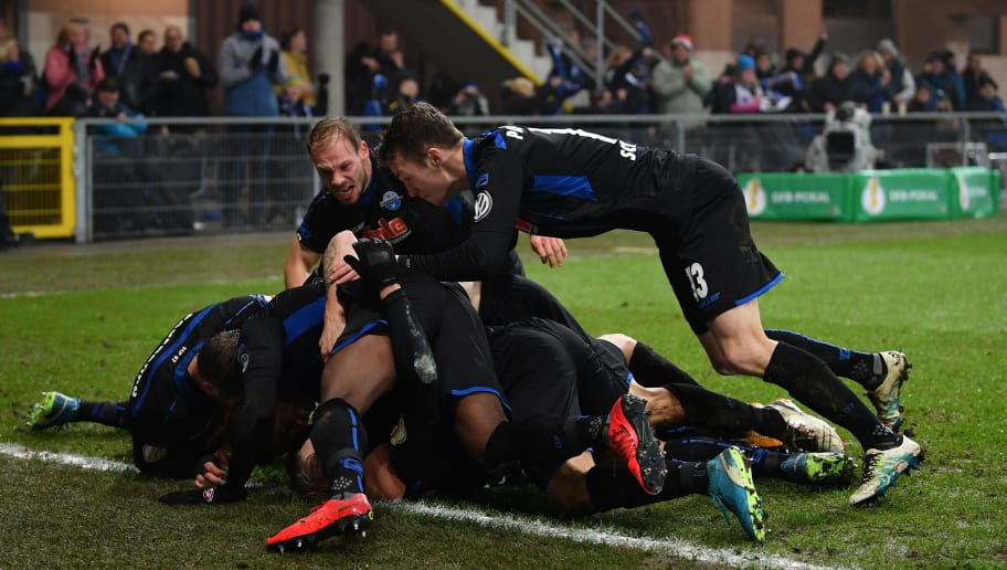 PADERBORN, GERMANY - DECEMBER 19:  Ben Zolinski of Paderborn celebrates scoring his goal with teamates during the DFB Cup match between SC Paderborn and FC Ingolstadt at Benteler Arena on December 19, 2017 in Paderborn, Germany.  (Photo by Stuart Franklin/Bongarts/Getty Images)