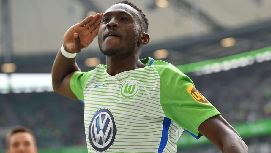 WOLFSBURG, GERMANY - SEPTEMBER 30:  Josuha Guilavogui  of Wolfsburg celebrates scoring his goal during the Bundesliga match between VfL Wolfsburg and 1. FSV Mainz 05 at Volkswagen Arena on September 30, 2017 in Wolfsburg, Germany.  (Photo by Stuart Franklin/Bongarts/Getty Images)