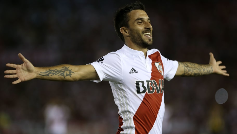 BUENOS AIRES, ARGENTINA - FEBRUARY 03: Ignacio Scocco of River Plate celebrates after scoring the second goal of his team during a match between River Plate and Olimpo as part of Superliga 2017/18 at Estadio Monumental Antonio Vespucio Liberti on February 3, 2018 in Buenos Aires, Argentina.  (Photo by Daniel Jayo/Getty Images)